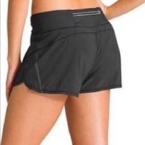 Athleta be seen pulse black shorts Large